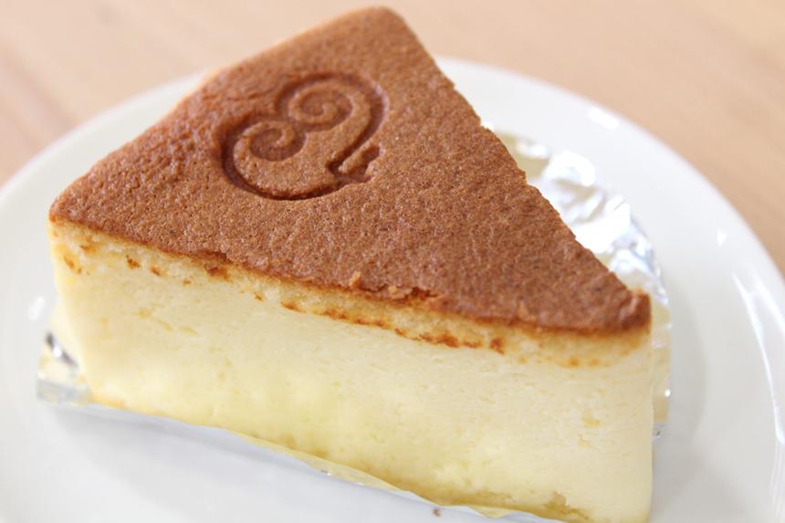 ★チーズケーキ:オーストラリア産クリームチーズを使用したさっぱりとした食べやすいチーズケーキ。ふんわり優しい味。
