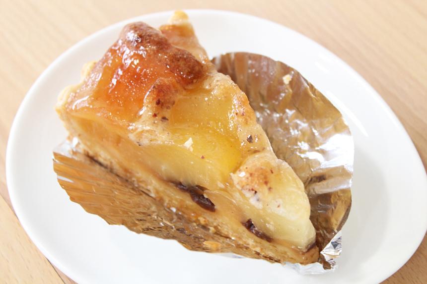 ★アップルパイ:パイ生地に青森産りんごをたっぷりのせて焼き上げました。ほんのりシナモンの香りがします。(レーズン入り)