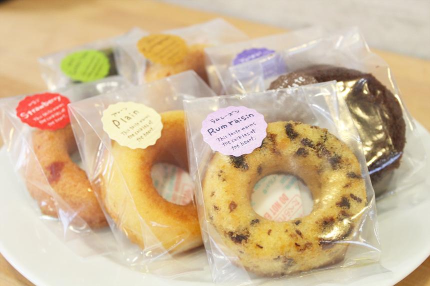 ★焼きドーナツ:油で揚げないヘルシーなドーナツ。いろんな味をご用意しました。(常時6~8種くらい)